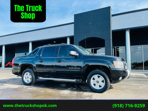 2011 Chevrolet Avalanche for sale at The Truck Shop in Okemah OK