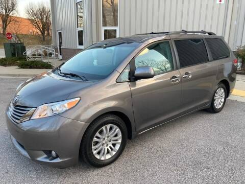 2012 Toyota Sienna for sale at AMERICAR INC in Laurel MD