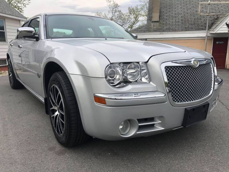2006 Chrysler 300 for sale at Dracut's Car Connection in Methuen MA