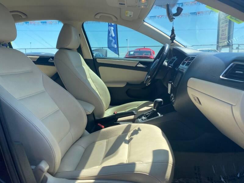 2011 Volkswagen Jetta SE PZEV 4dr Sedan 6A - Woodburn OR