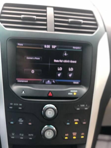 2013 Ford Explorer AWD XLT 4dr SUV - North Dartmouth MA