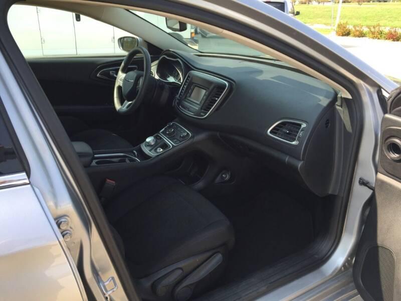 2015 Chrysler 200 Limited 4dr Sedan - Urbandale IA