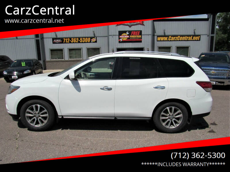 2015 Nissan Pathfinder for sale at CarzCentral in Estherville IA