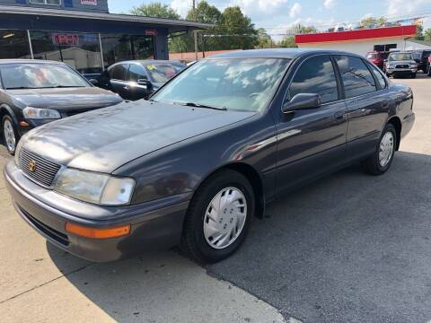 1997 Toyota Avalon for sale at Wise Investments Auto Sales in Sellersburg IN