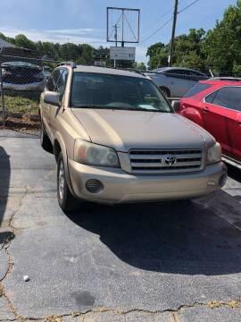 2004 Toyota Highlander for sale at LAKE CITY AUTO SALES - Jonesboro in Morrow GA