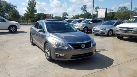 2014 Nissan Altima for sale at FAMILY AUTO BROKERS in Longwood FL