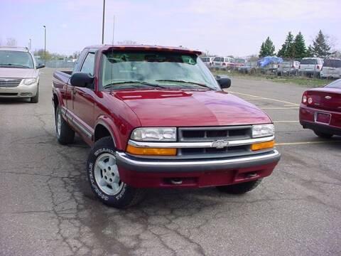 2000 Chevrolet S-10 for sale at VOA Auto Sales in Pontiac MI