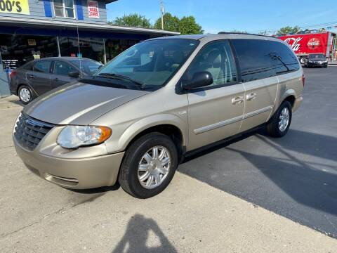 2005 Chrysler Town and Country for sale at Wise Investments Auto Sales in Sellersburg IN