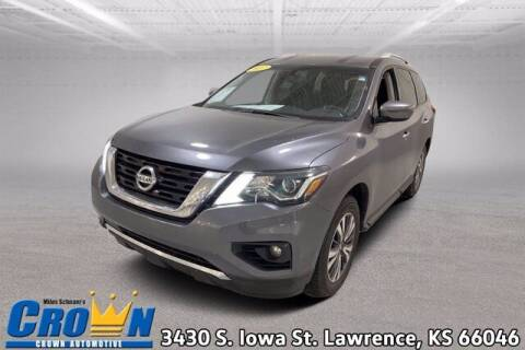2017 Nissan Pathfinder for sale at Crown Automotive of Lawrence Kansas in Lawrence KS