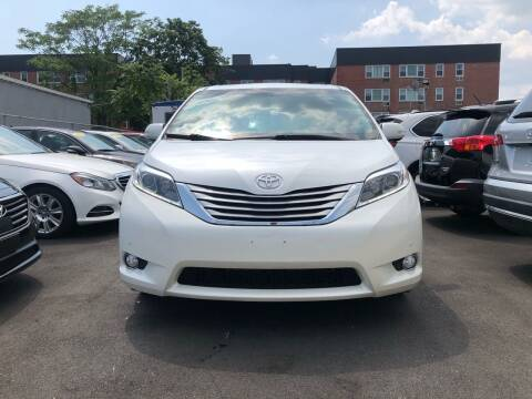 2015 Toyota Sienna for sale at OFIER AUTO SALES in Freeport NY