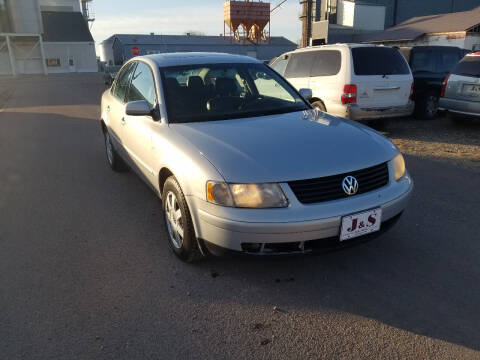 2001 Volkswagen Passat for sale at J & S Auto Sales in Thompson ND