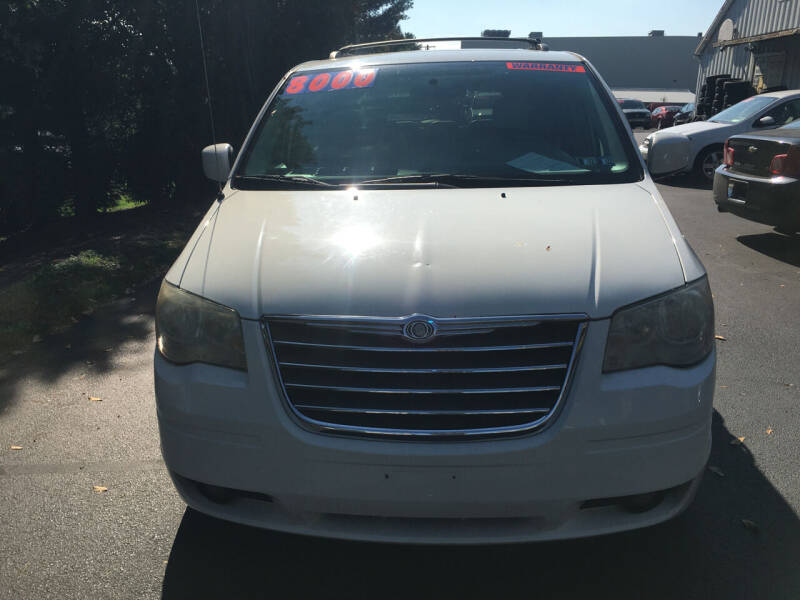 2009 Chrysler Town and Country for sale at BIRD'S AUTOMOTIVE & CUSTOMS in Ephrata PA