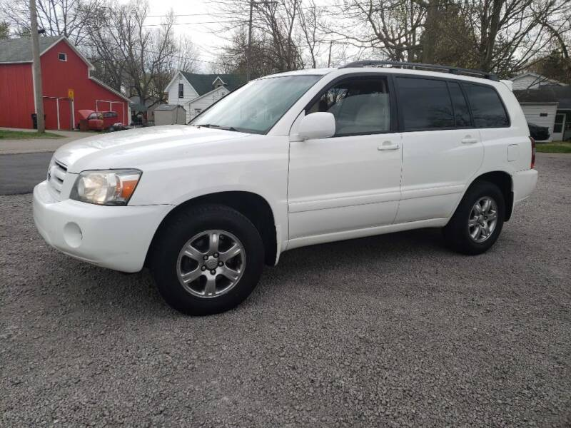 2007 Toyota Highlander for sale at The Car Mart in Milford IN