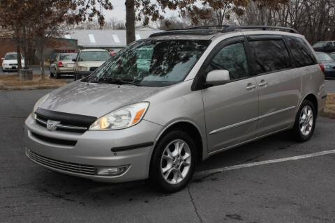2005 Toyota Sienna for sale at Auto Bahn Motors in Winchester VA