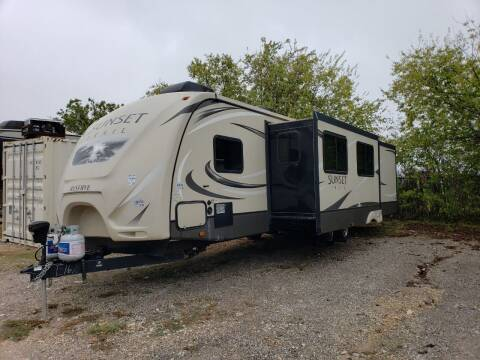 2016 Crossroads Sunset trail 33fr for sale at Ultimate RV in White Settlement TX
