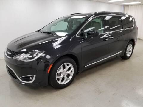 2020 Chrysler Pacifica for sale at Kerns Ford Lincoln in Celina OH