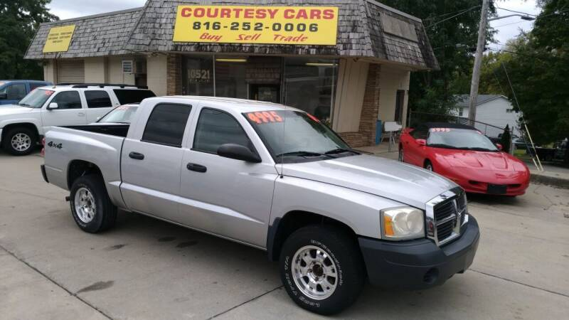 2005 Dodge Dakota for sale at Courtesy Cars in Independence MO