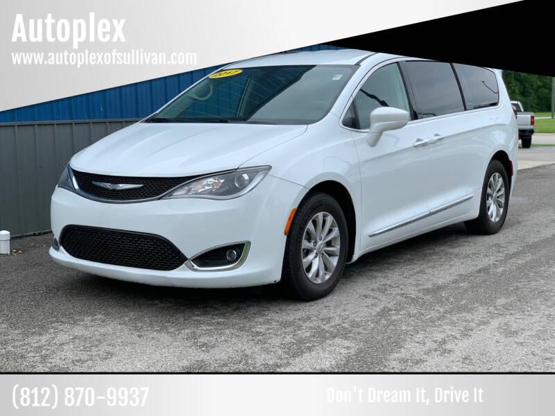 2017 Chrysler Pacifica for sale at Autoplex in Sullivan IN