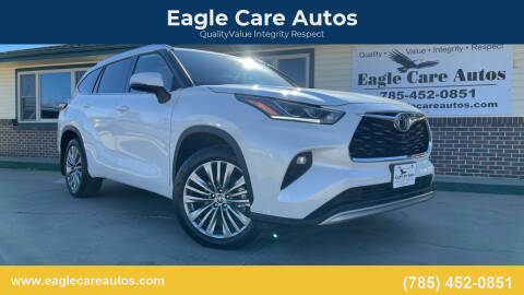 2020 Toyota Highlander for sale at Eagle Care Autos in Mcpherson KS