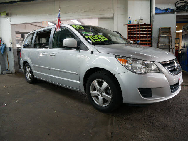 2009 Volkswagen Routan for sale at M & R Auto Sales INC. in North Plainfield NJ