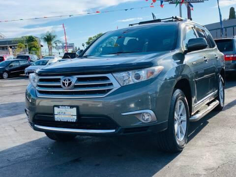 2013 Toyota Highlander for sale at MotorMax in Lemon Grove CA