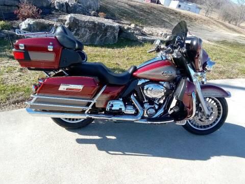 2009 Harley-Davidson FLHTCU for sale at HIGHWAY 12 MOTORSPORTS in Nashville TN