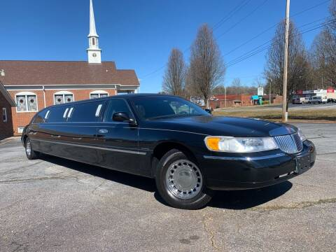 2000 Lincoln Town Car for sale at Mike's Wholesale Cars in Newton NC