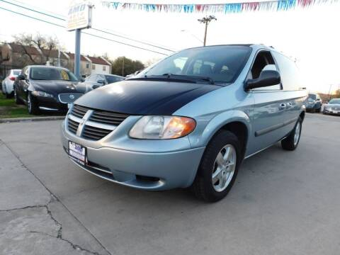 2005 Dodge Caravan for sale at AMD AUTO in San Antonio TX