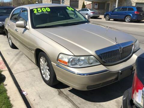 2006 Lincoln Town Car for sale at Square Business Automotive in Milwaukee WI