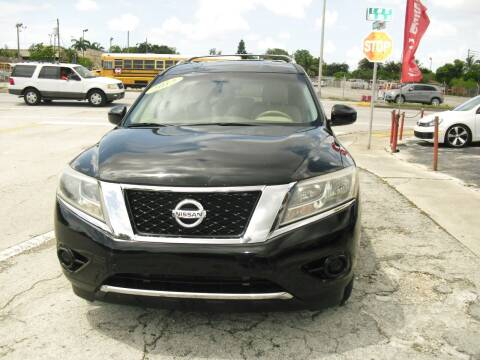 2013 Nissan Pathfinder for sale at SUPERAUTO AUTO SALES INC in Hialeah FL