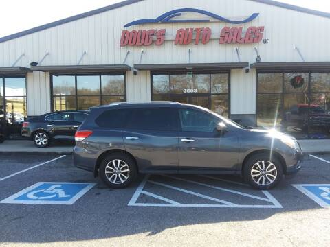 2013 Nissan Pathfinder for sale at DOUG'S AUTO SALES INC in Pleasant View TN