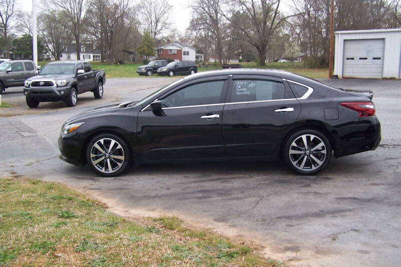 2017 Nissan Altima for sale at Blackwood's Auto Sales in Union SC
