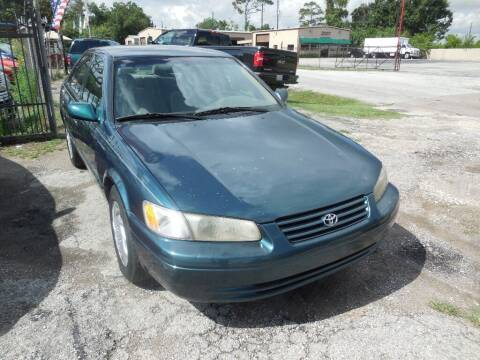 1997 Toyota Camry for sale at SCOTT HARRISON MOTOR CO in Houston TX
