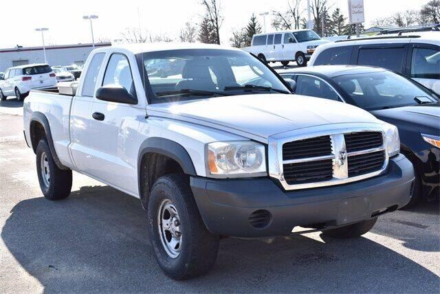 2007 Dodge Dakota for sale at BOB ROHRMAN FORT WAYNE TOYOTA in Fort Wayne IN