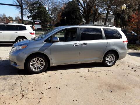 2011 Toyota Sienna for sale at ROBINSON AUTO BROKERS in Dallas NC