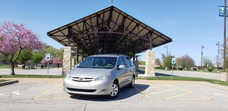 2006 Toyota Sienna for sale at D&C Motor Company LLC in Merriam KS