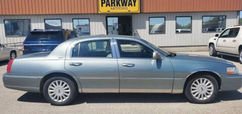 2005 Lincoln Town Car for sale at Parkway Motors in Springfield IL