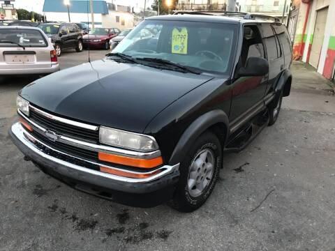 1998 Chevrolet Blazer for sale at Diamond Auto Sales in Milwaukee WI