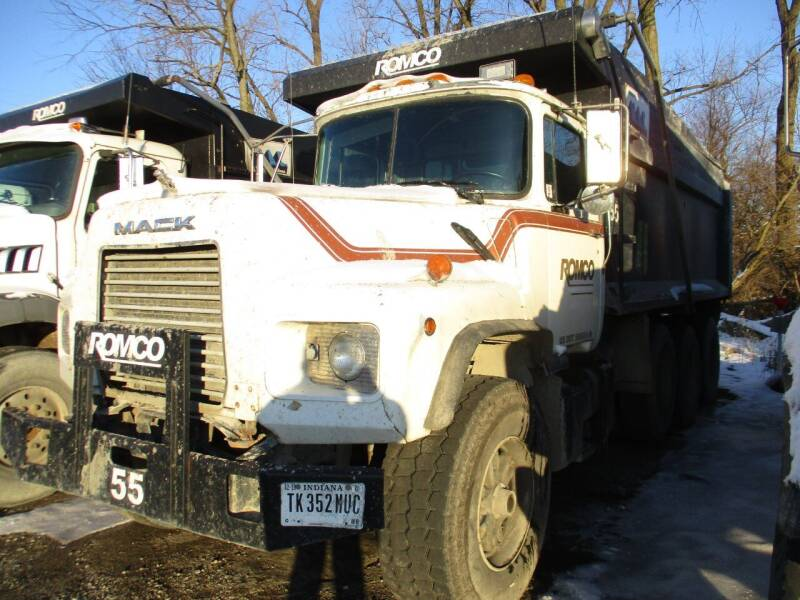 1999 Mack DM690S for sale at ROAD READY SALES INC in Richmond IN