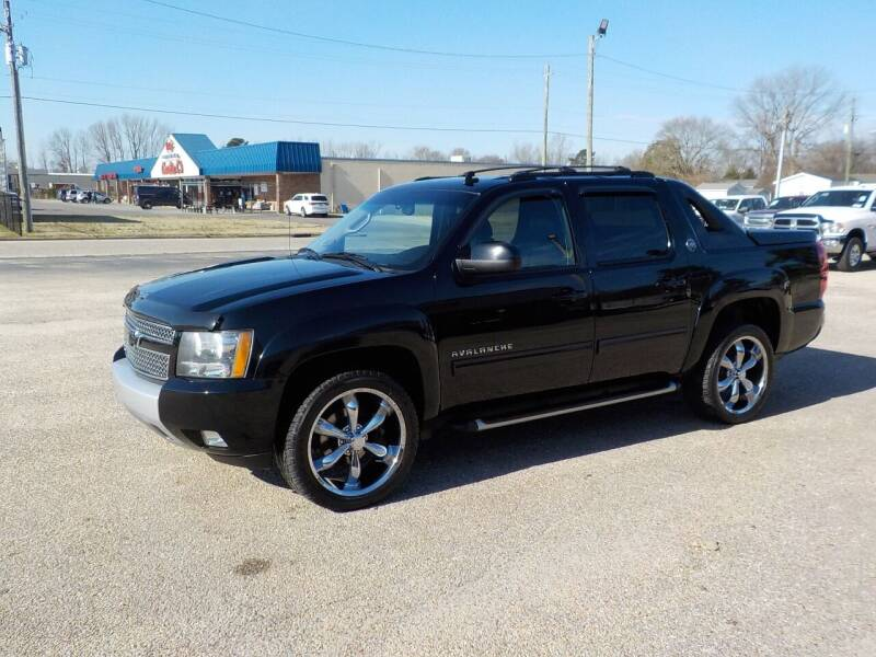 2013 Chevrolet Avalanche for sale at Young's Motor Company Inc. in Benson NC