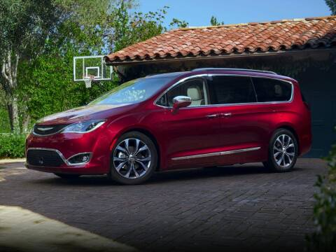 2018 Chrysler Pacifica for sale at CHEVROLET OF SMITHTOWN in Saint James NY