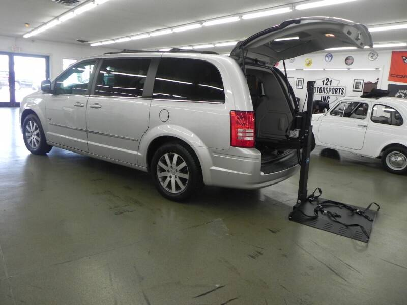 2009 Chrysler Town and Country for sale at 121 Motorsports in Mount Zion IL