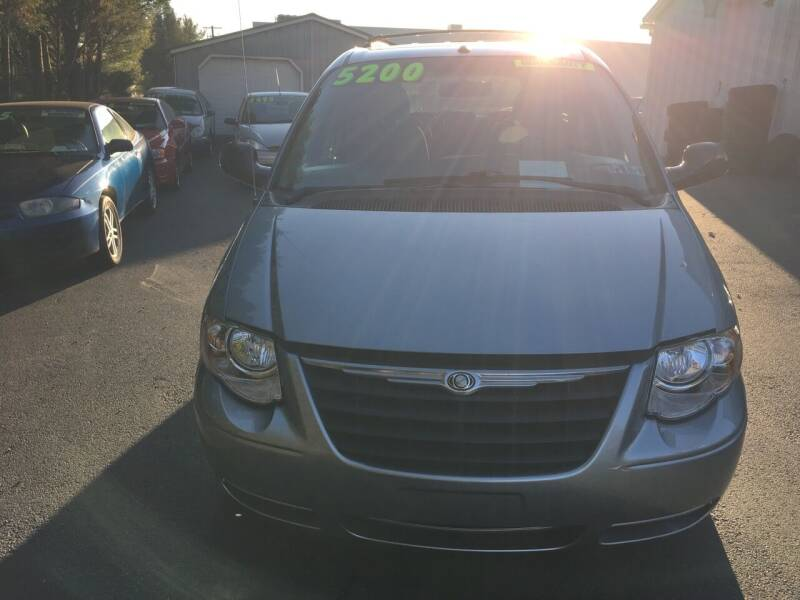 2006 Chrysler Town and Country for sale at BIRD'S AUTOMOTIVE & CUSTOMS in Ephrata PA