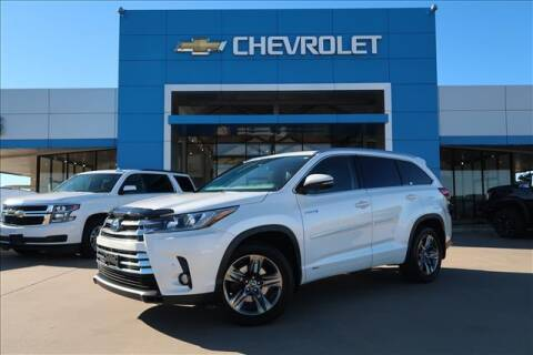 2017 Toyota Highlander Hybrid for sale at Lipscomb Auto Center in Bowie TX