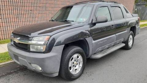 2005 Chevrolet Avalanche for sale at G1 AUTO SALES II in Elizabeth NJ
