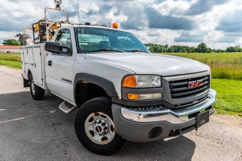 2005 GMC Sierra 2500HD for sale at Fruendly Auto Source in Moscow Mills MO
