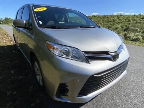 2019 Toyota Sienna for sale at Mr. Car City in Brentwood MD