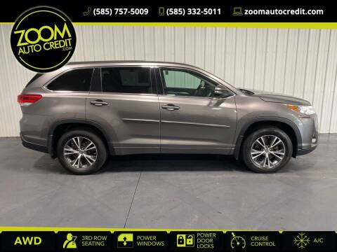 2018 Toyota Highlander for sale at ZoomAutoCredit.com in Elba NY