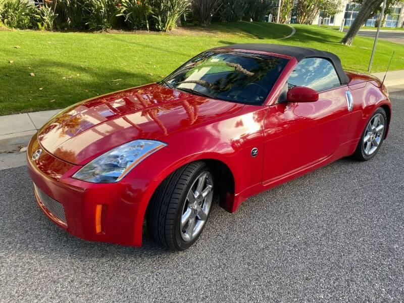 2004 Nissan 350Z for sale at Donada  Group Inc in Arleta CA