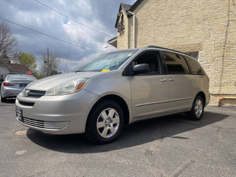 2004 Toyota Sienna for sale at Strong Automotive in Watertown WI